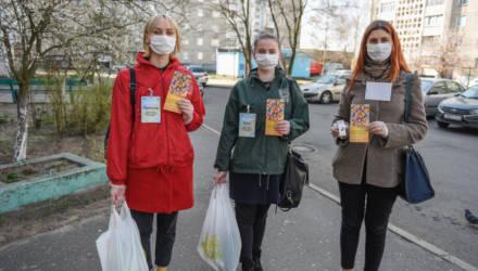 Волонтёры Центральной районной организации БРСМ помогают с доставкой продуктов пожилым