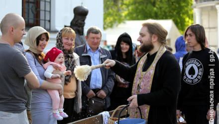 Церковь просит воздержаться от посещения храмов и призывает молиться дома