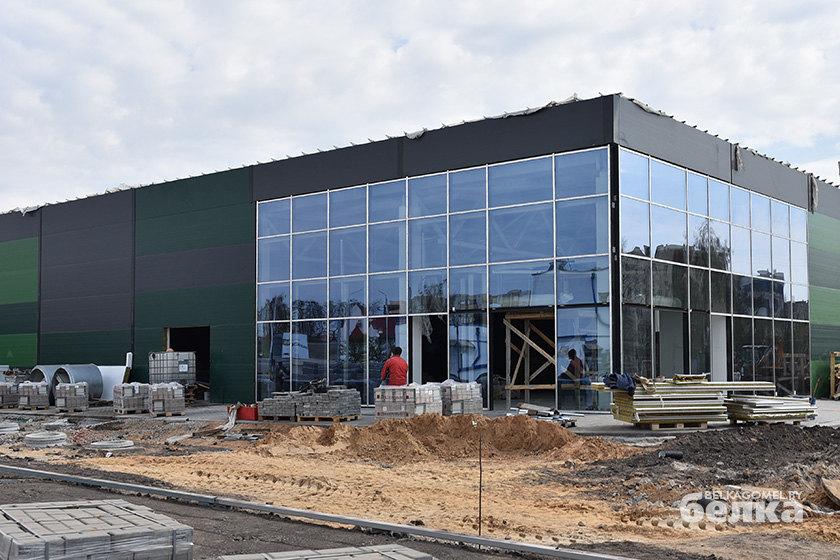 Фотофакт. Строительство супермаркета Green на улице Быховской в Гомеле близится к завершению