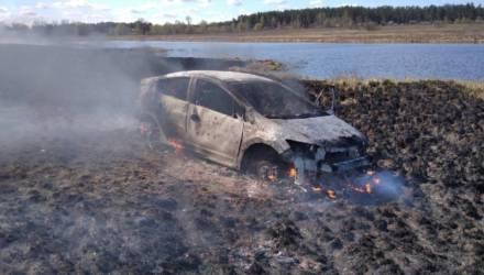 На пойме Припяти сгорела Honda, водитель-пенсионер получил ожоги