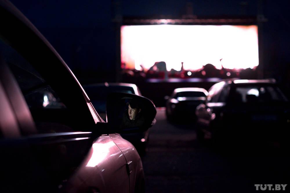Звёзды, фары и кино. В Гомеле открылся антикоронавирусный кинотеатр