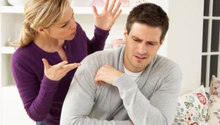 «Жена создаёт отвратительные ситуации, чтобы я уехал из квартиры». Адвокат отвечает белорусу