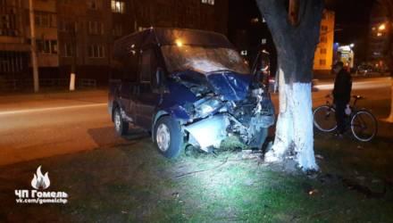 В Гомеле столкнулись такси и микроавтобус: один человек в больнице