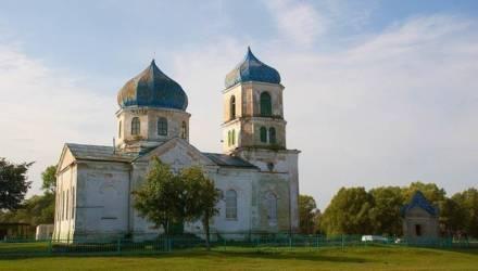 На Гомельщине на священника составили протокол. Он установил в церкви пластиковые окна и поменял купола