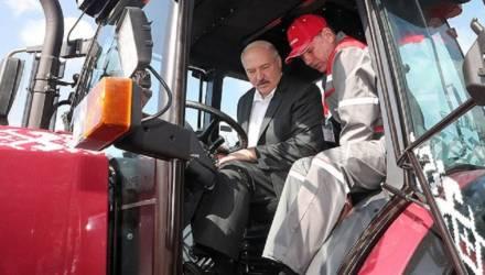 Лукашенко рассказал, сколько в его хозяйстве тракторов