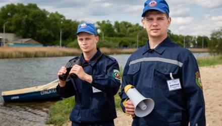 На озере Бурое болото. Журналисты побывали в рейде с матросами–спасателями гомельского студенческого сервисного отряда