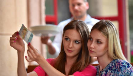 Белстат: средняя зарплата в Беларуси в апреле составила 1193,8 рубля