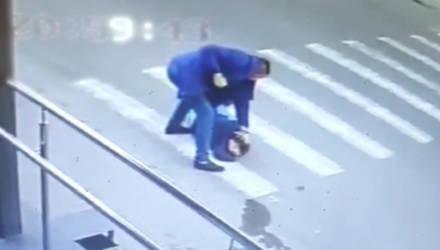 В Мозыре мужчину беспричинно избил неизвестный и забрал телефон