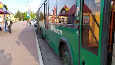 В Мозыре пенсионер догонял автобус, упал под колёса и умер