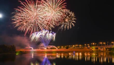 9 Мая огни праздничного фейерверка раскрасят ночное небо в четырёх районах Гомеля в 23:00