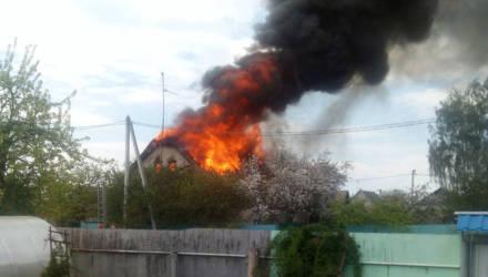 Натяжной потолок в доме разорвало: как тушили пожар в районе Светочи