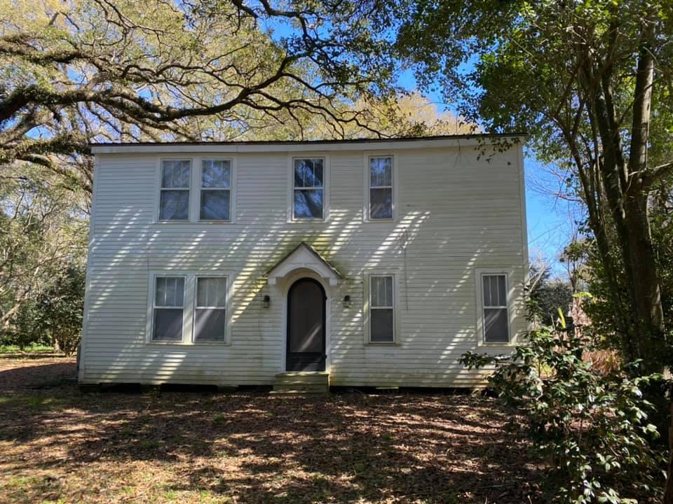 Владельцы отдают бесплатно дом, который задаром никому не нужен из-за паранормальных явлений