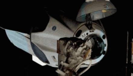 Космический корабль Crew Dragon с двумя астронавтами пристыковался к МКС
