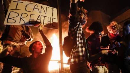 20 городов США захлестнули протесты: власти вводят режим ЧП, комендантский час и Нацгвардию