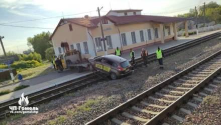 Удивительно, но факт: под Гомелем пьяный водитель такси ездил по железнодорожным путям