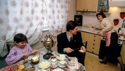 «Ярославские устрицы, чебоксарская фуа-гра»: фото завтрака советской семьи вызвало споры в Сети