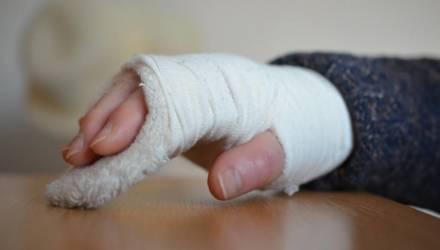 Гомельчанка отсудила у коммунальщиков 2 тысячи рублей за сломанную руку