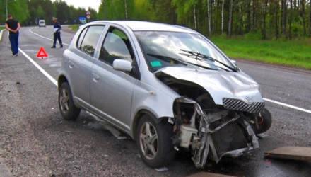 В Медкове столкнулись легковушка и фура: водитель и его жена не пострадали только чудом