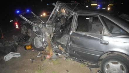 Под Гомелем столкнулись BMW и Mazda — одного из водителей зажало в салоне