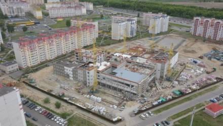 В мае 2021 года в Гомеле откроют новую школу с бассейном. На каком этапе строительство сейчас?