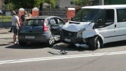 На Кирова в Гомеле столкнулись три авто