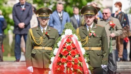 Не забудем ратный подвиг… на Аллее героев прошёл торжественный митинг