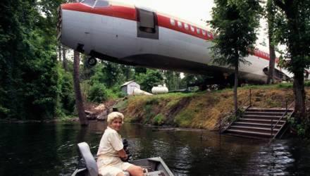 Женщина четыре года прожила в самолёте и стала знаменитой