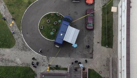 Перед тем, как сбросил собаку и полуторагодовалую дочь с балкона, сжёг вещи бывшей: СК рассказал подробности трагедии в Минске