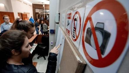 Проносят телефоны и прослушку: как прошёл второй день ЦТ по русскому языку