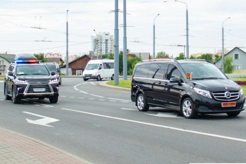 На каких автомобилях Лукашенко ездил по Гродно? Обзор президентского кортежа