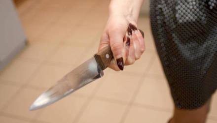 На Гомельщине женщина приревновала и ударила мужа ножом: пять дней молчали, а потом мужчина чуть не умер