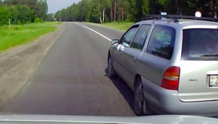 «Готов был вытолкнуть с дороги»: на Гомельщине водитель обогнал сам и не дал обогнать себя