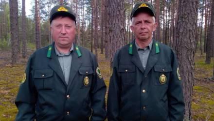 В Лельчицком районе наградили лесников, которые спасли из горящего дома двух мальчишек