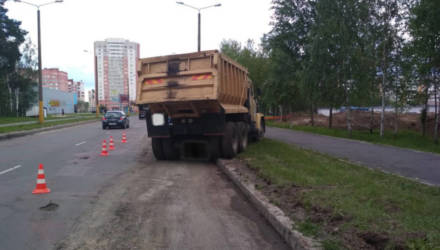 В Гомеле водитель погиб под колёсами своего грузовика