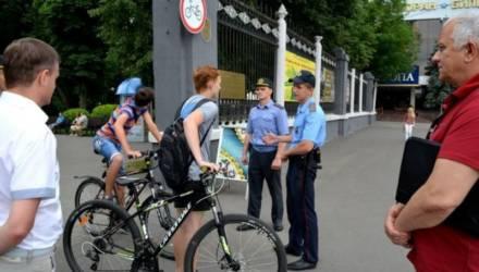 Точка в споре. В Гомельском парке кататься на велосипедах и скейтбордах нельзя