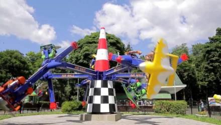 В Гомельском парке в тестовом режиме заработал новый экстремальный аттракцион