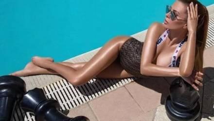 """""""Я не сгусток тупой биомассы"""". Боня показала знойные снимки в купальнике, ответив на насмешки"""