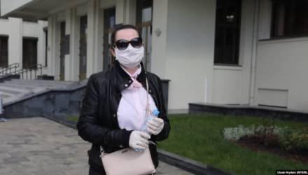 Светлана Тихановская утверждает, что $900 тысяч им подбросили, а мать Сергея просто переволновалась, когда призналась, что деньги они заработали
