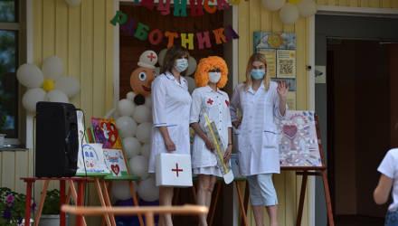Гомельские дошкольники необычно поздравили медработников с профпраздником