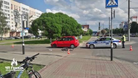 В Гомеле велосипедист на пешеходном переходе влетел в поворачивающее авто и пострадал. Разбор типичного ДТП