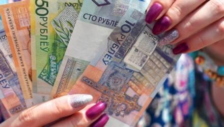 В Речице продавец киоска присвоила более 6000 рублей и частями передавала цыганке. Говорит, хотела помочь безработной