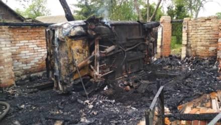 На Гомельщине женщина пыталась сама потушить авто — и её без сознания с ожогами нашли спасатели