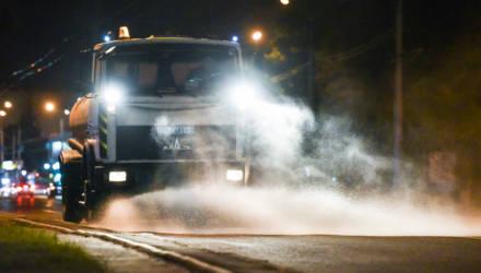 Как проводят дезинфекцию улиц, остановок и переходов в Гомеле из-за коронавируса