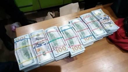 Мать гомельского блогера Тихановского отказалась от своих слов о найденных $900 тысячах и заявила, что в страшном сне не видела таких денег