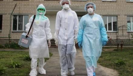 Время жить и исцелять: многие медработники в Гомельском районе сейчас сменили привычные белые халаты на защитное снаряжение