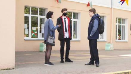 «Всё время были открыты окна, половина учеников пришла в масках»: как 9-классники в Беларуси сдают экзамены в условиях пандемии