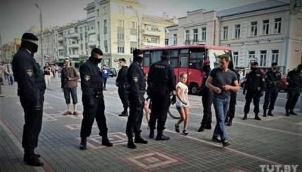 Два медика случайно оказались в центре Гомеля во время «цепи солидарности». Провели ночь в ИВС