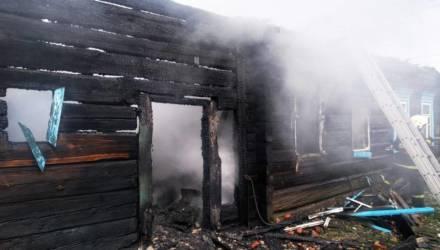 В Лельчицком районе лесник вынес из горящего дома двоих детей. Мужчина рассказал подробности