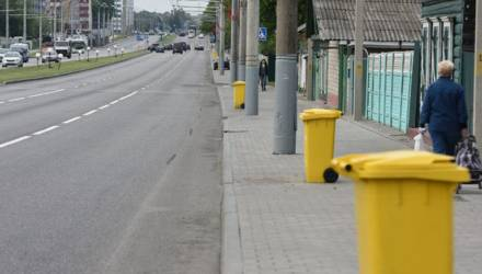 В Гомеле жителям частного сектора бесплатно раздают цветные контейнеры для отходов