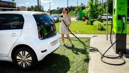 «Таких в Беларуси пока нет». Как пригнали в страну первый льготный электрокар